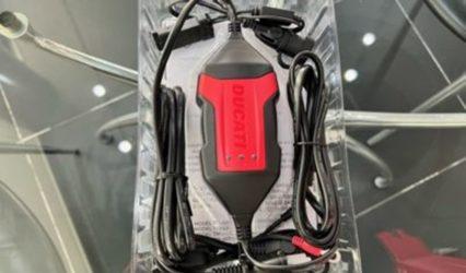 Ducatiバッテリーチャージャー